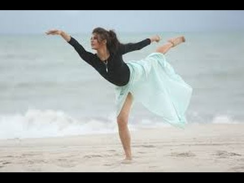 Jacqueline Fernandez Does Sand Ballet In 'Boond Boond' Song Of Roy | New Bollywood Movies News - Thehuntvideo