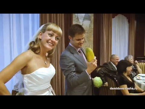 Вот вам огурец, чтоб жених скорей стал отец! Смешное поздравление с овощами | 100 пудов ИЗЮМА
