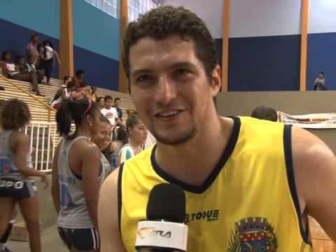 TV Ara - Prefeito de Gavião Peixoto integra equipe de basquete da cidade