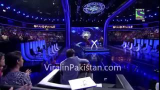Ali Zafar Sings A Medley  of Amitab Bachan songs