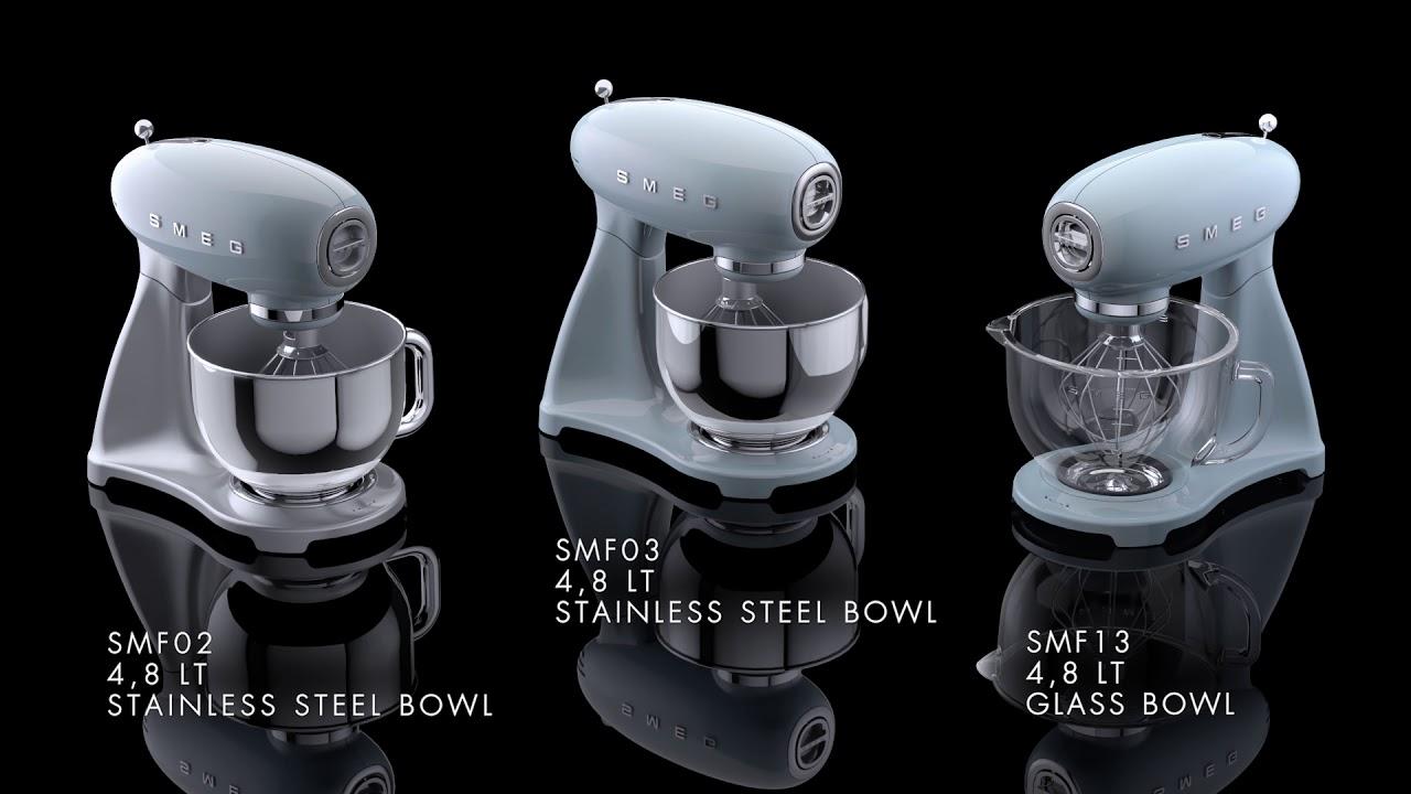 Video - SMEG Keukenmachine Pastelblauw SMF02PBEU