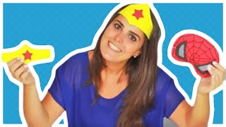 Moldes no facebook: www.facebook.com/amofestas Passo a passo de como fazer uma máscara barata, fácil e rápida de fazer dos super heróis (homem aranha, mulher maravilha e batman) para o carnaval ou festinhas no tema super heróis. www.amofestas.com