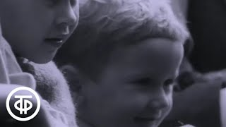 Смотреть онлайн Ролик из СССР: Дети в зоопарке