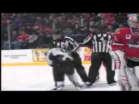 Richard Clune vs Cody Bass
