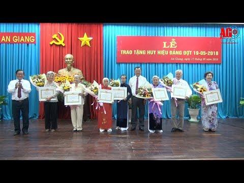 Trao Huy hiệu Đảng cho 24 đồng chí cao niên tuổi Đảng