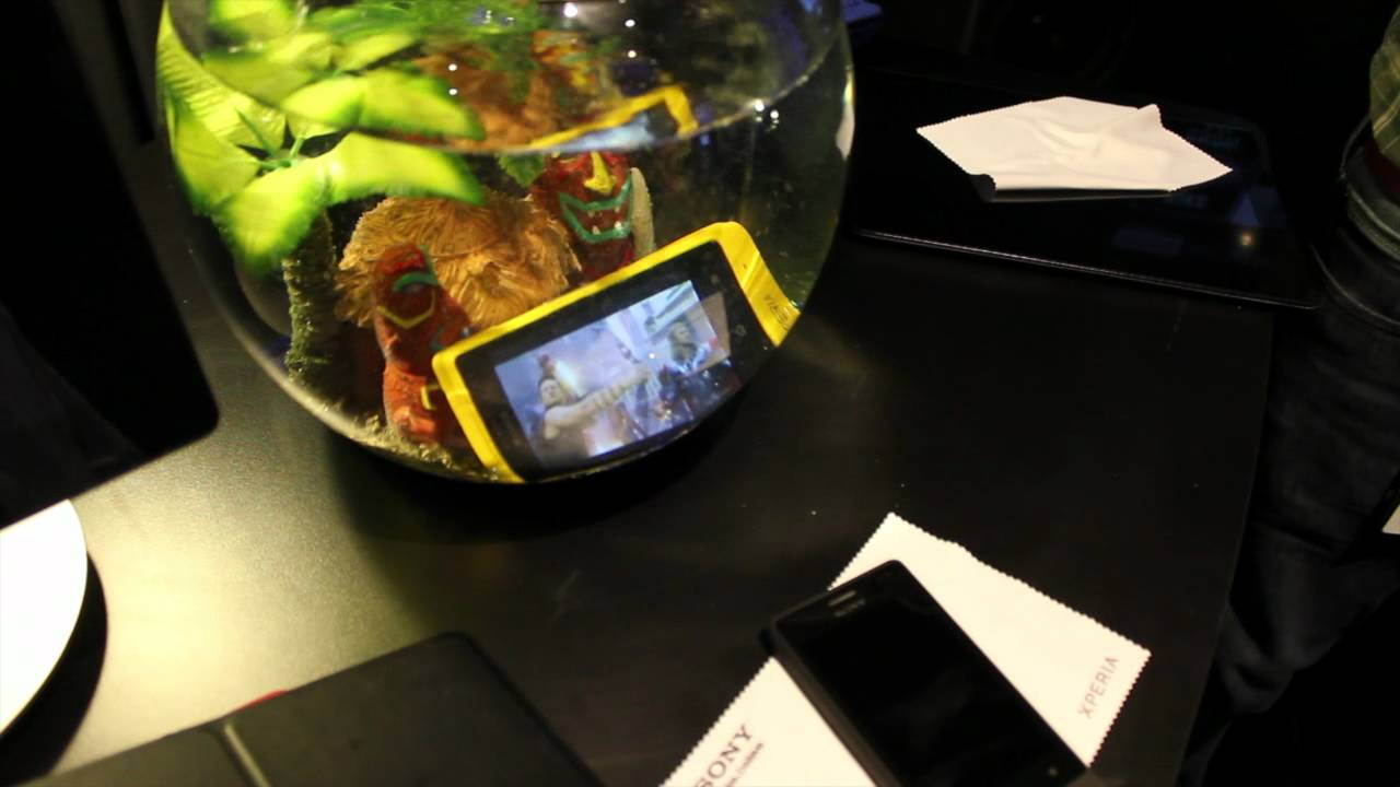 Watch The Sony Xperia Go Get Dunked In Water