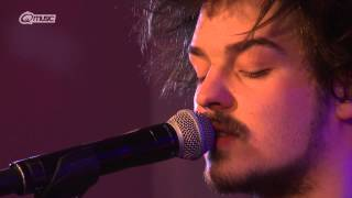 Milky Chance - 'Down By The River' (live in het Q-hotel 2014)