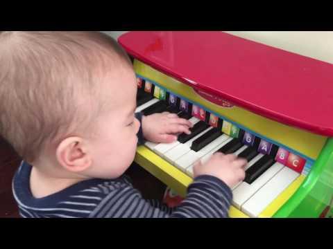 Jonas, the piano man