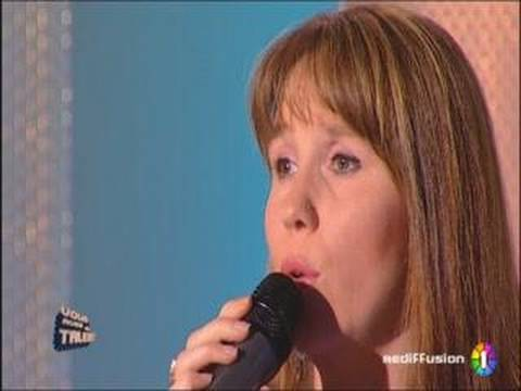 "Ginie chante ""I will always love you"" de Whitney Houston"