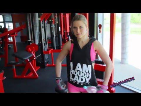 Kulturystyka trening z powrotem i triceps