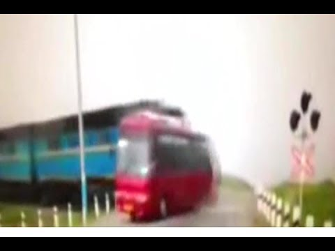 Shocking Moment Five Bus Passengers Killed After Driver Jumps Red Light In Front Of Train!!!
