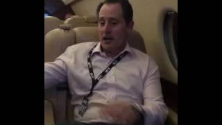 Дана Уайт шутит в самолете