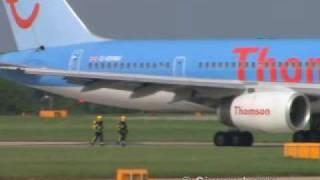 ThomsonFly 757 bird strike & flames captured on video | Kholo.pk