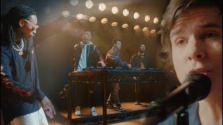 Kadr z teledysku Too Late tekst piosenki Cash Cash feat. Wiz Khalifa & Lukas Graham