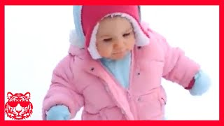 TRY NOT TO LAUGH - أطفال مضحك تفشل مع الوضع سخيف ★ فيديو مضحك