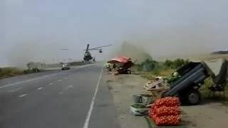 Военный вертолет приземлился прямо на трассу в Запорожской области 17.08.2016