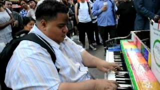 TIMES SQUARE PIANO PLAYER