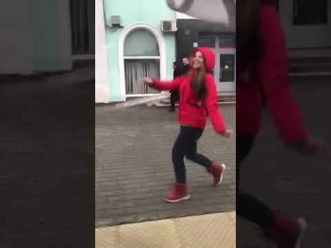 Бежать за поездом )))