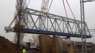 preview picture of video 'Herkules stawia nowy wiadukt kolejowy w Piastowie'