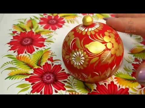 Hanbemalte rot-goldene Weihnachtskugel aus Holz zum öffnen