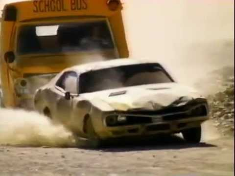Wheels of Terror (1990) - Short bus vs Dodge Charger