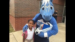Dallas Mavericks entertainers greet students on first day