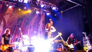 The Darkness - Love on the Rocks With No Ice (live in Toronto, 01.02.2012)