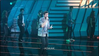 Alvaro performs La Cintura with the contestants of the talent show Operación Triunfo in Barcelona (1
