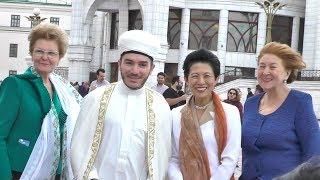 Японская принцесса в Казани: у нее «футбольный» клатч, и она очень милая