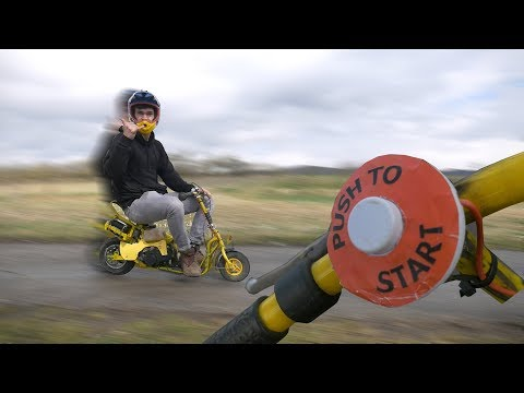 Das Benzin aus dem Vergaser handelt in den Zylinder auf dem Motorroller nicht