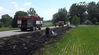 preview picture of video 'Požiar pri ceste - Moravský Sv. Ján - Závod (24.5.2012)'