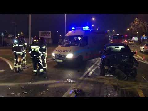 Wideo1: Chevrolet zderzył się z hondą na ul. Estkowskiego w Lesznie