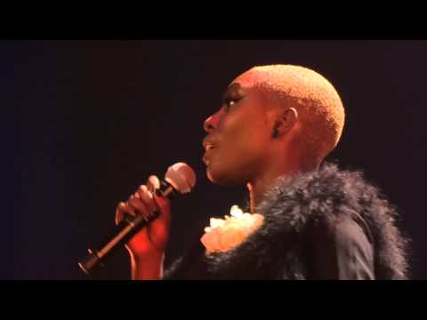 Laura Mvula - Is There Anybody Out There ? (HD) Live in Paris 2013