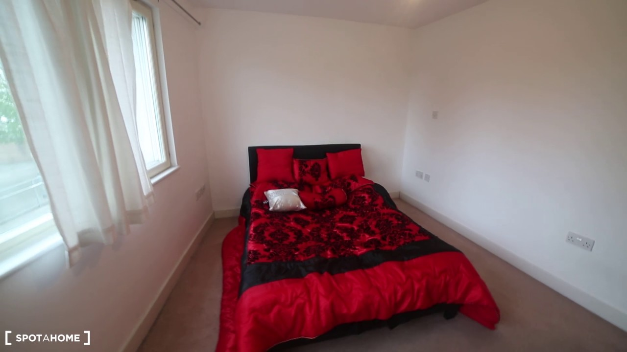 Spacious, first floor 2-bedroom apartment to rent in Barking