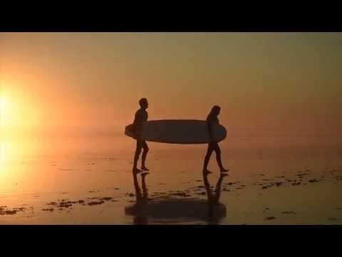 Du surf sur les plus beaux spots bretons