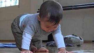 Amazing Baby tries to sit