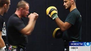 Омский боец Александр Сарнавский готовится к бою в турнире в Абу-Даби (ЭКСКЛЮЗИВ)