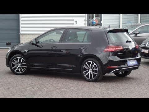 Volkswagen NEW e-Golf 2018 Deep Black Pearl 17 inch Madrid, walk around en detail inside