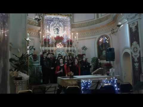 Merry Crhistmas cantata dai coristi del mousikè nel santuario della Ss. Maria Incoronata di Gragnano