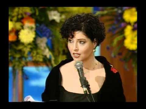 יהודית ארנון מקבלת את פרס ישראל בתחום המחול בשנת 1998