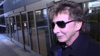 Barry Manilow Is Asked To Sing At LAX