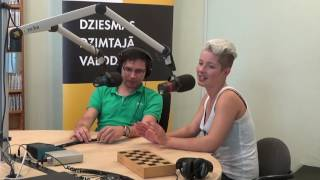 Andris Ērglis un Antra Stafecka cīnās dambretes spēlē