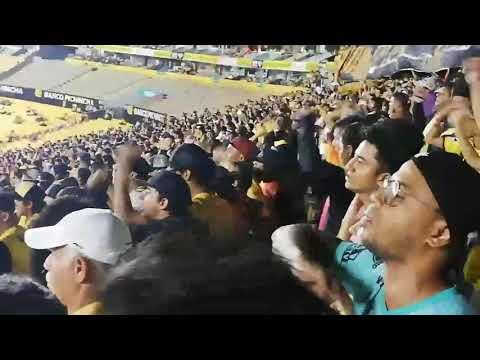 """""""Aliento del hincha"""" Barra: Sur Oscura • Club: Barcelona Sporting Club • País: Ecuador"""