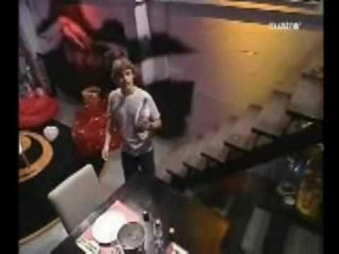 rebelde way  - Pablo le quiere explicar a Marizza lo del fraude en su depa - ( 2 tempo - cap 30)