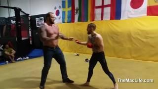 КОНОР ПРОТИВ ЗДОРОВЕННОГО КАЧКА!!Conor McGregor vs  Mountain