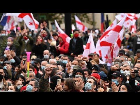 Νέες αντικυβερνητικές διαδηλώσεις έξω από το Κοινοβούλιο στην Τιφλίδα…