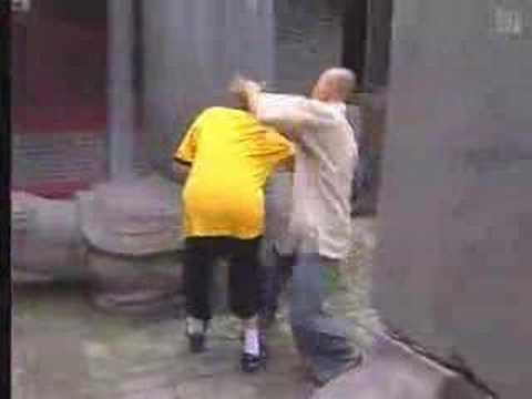 Przeciętny bojownik Joe Monstera kontra mnich z Shaolin