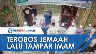 VIDEO Detik-detik Imam Masjid Ditampar saat Salat Subuh Berjamaah, Pelaku Terobos Barisan Saf