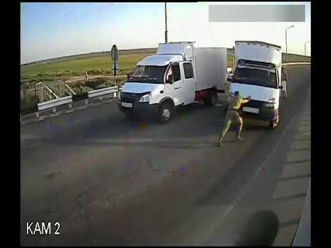 """""""Газель"""" прорвалась через границу в Казахстан"""