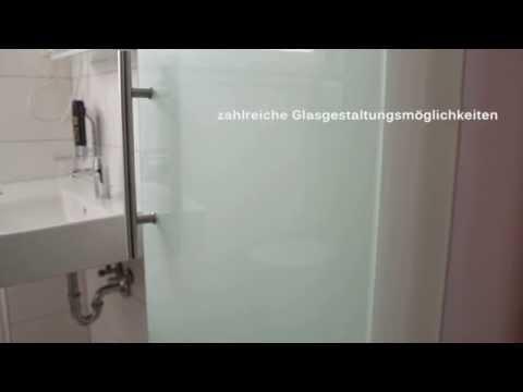 Glastür im Bad mit Glas-Wand-Scharnier und Griffstange